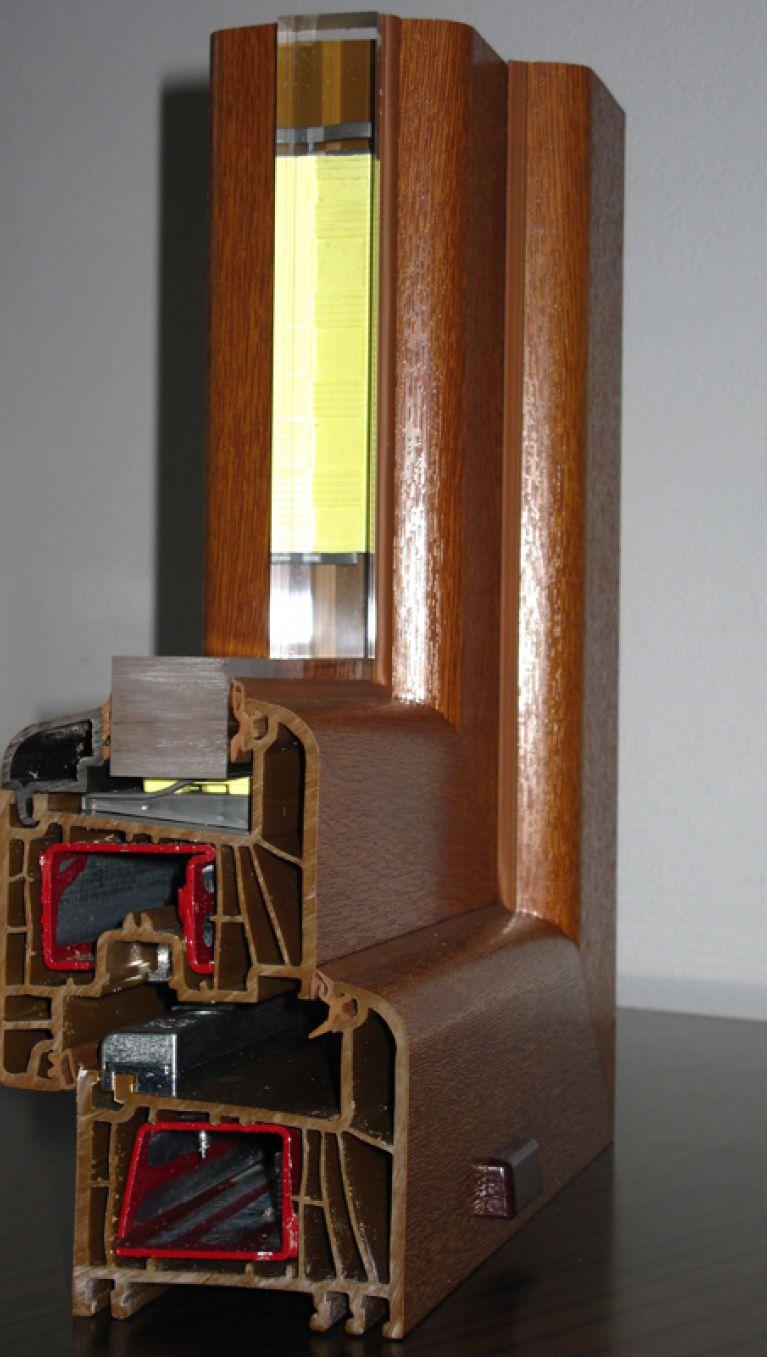 Sezione infisso in pvc marrone