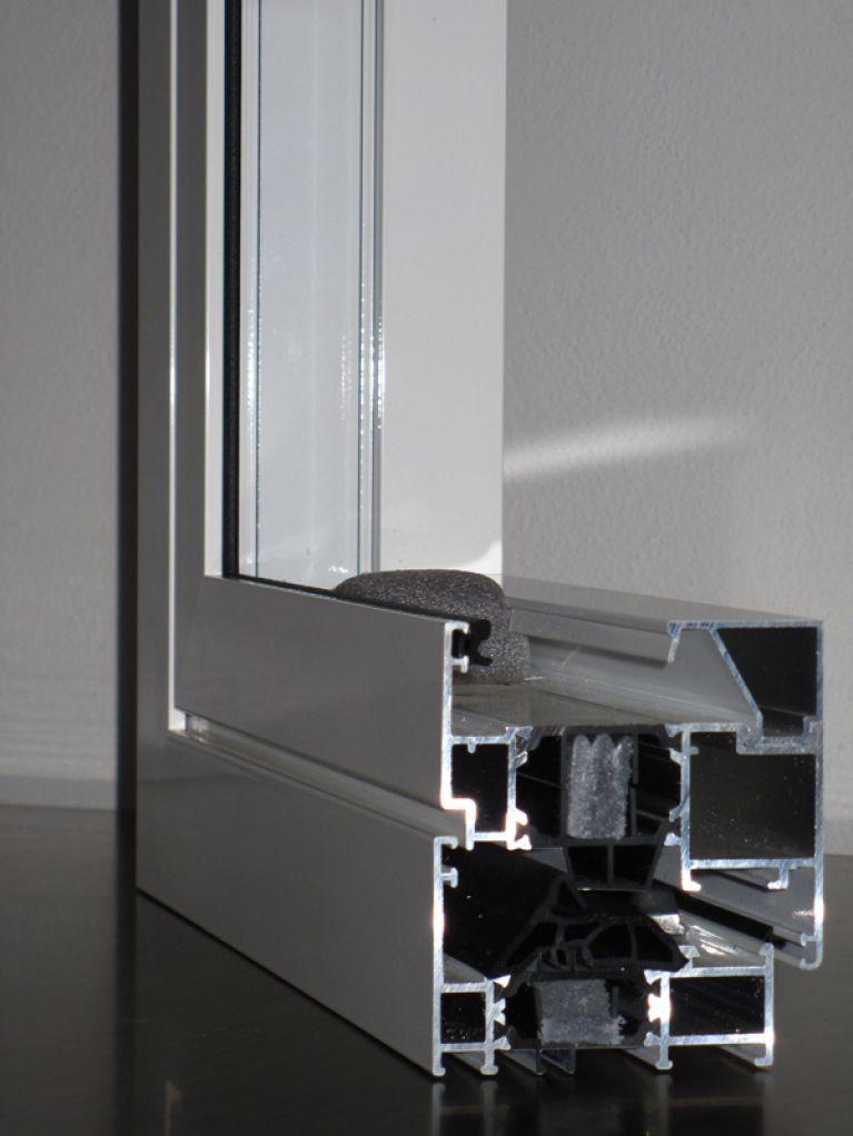 Sezione infisso in alluminio